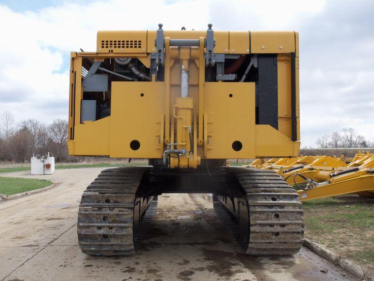 Rear of JOhn Deere 870G LC excavator minus the counterweights