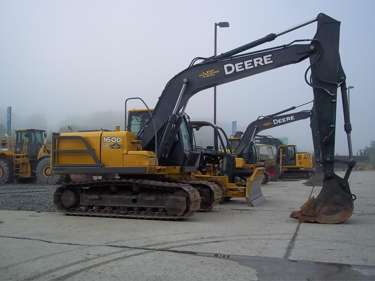 John Deere 200 Dlc Excavator submited images.