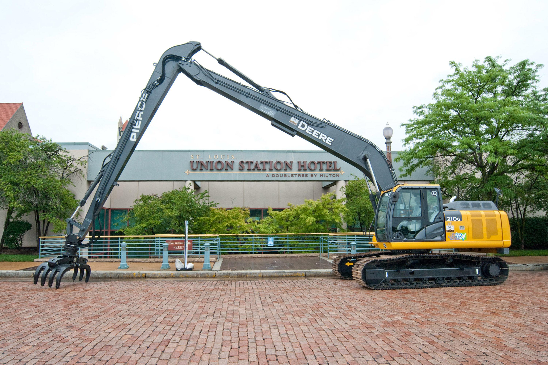 John Deere Excavator Set to Help Clean Up Ohio River