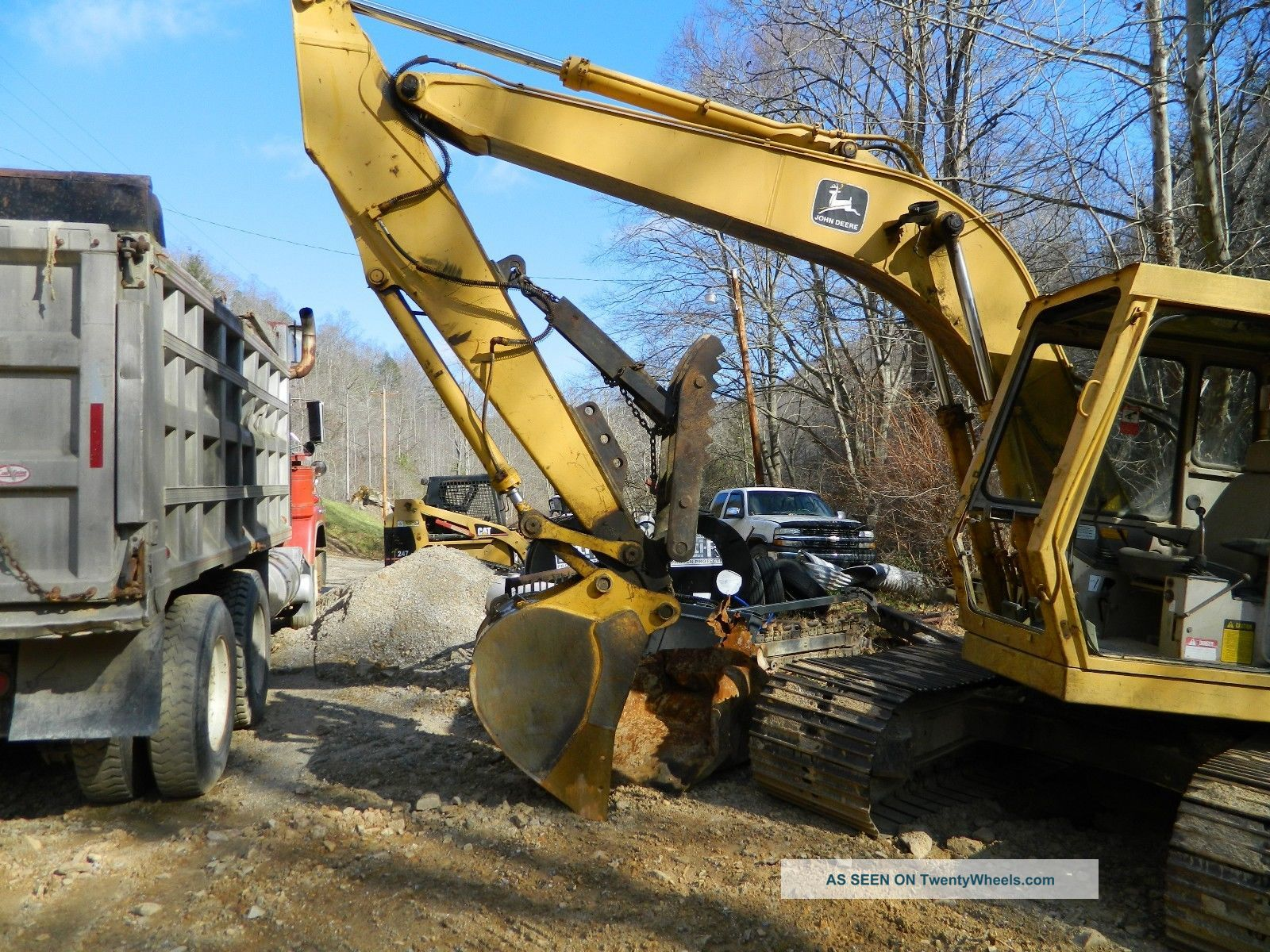 John Deere 490 Excavator With Thumb, 30