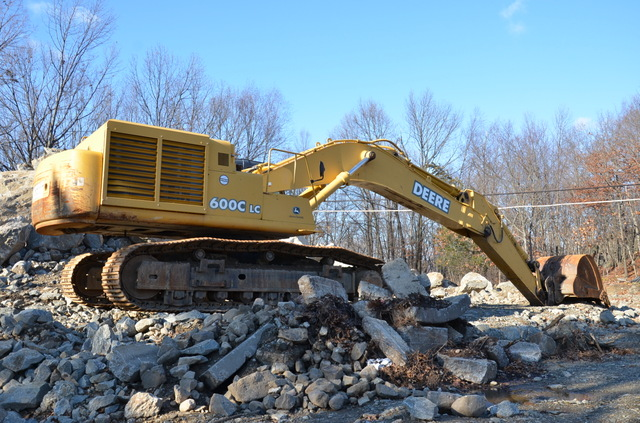 Excavator John Deere 600C LC used for sale