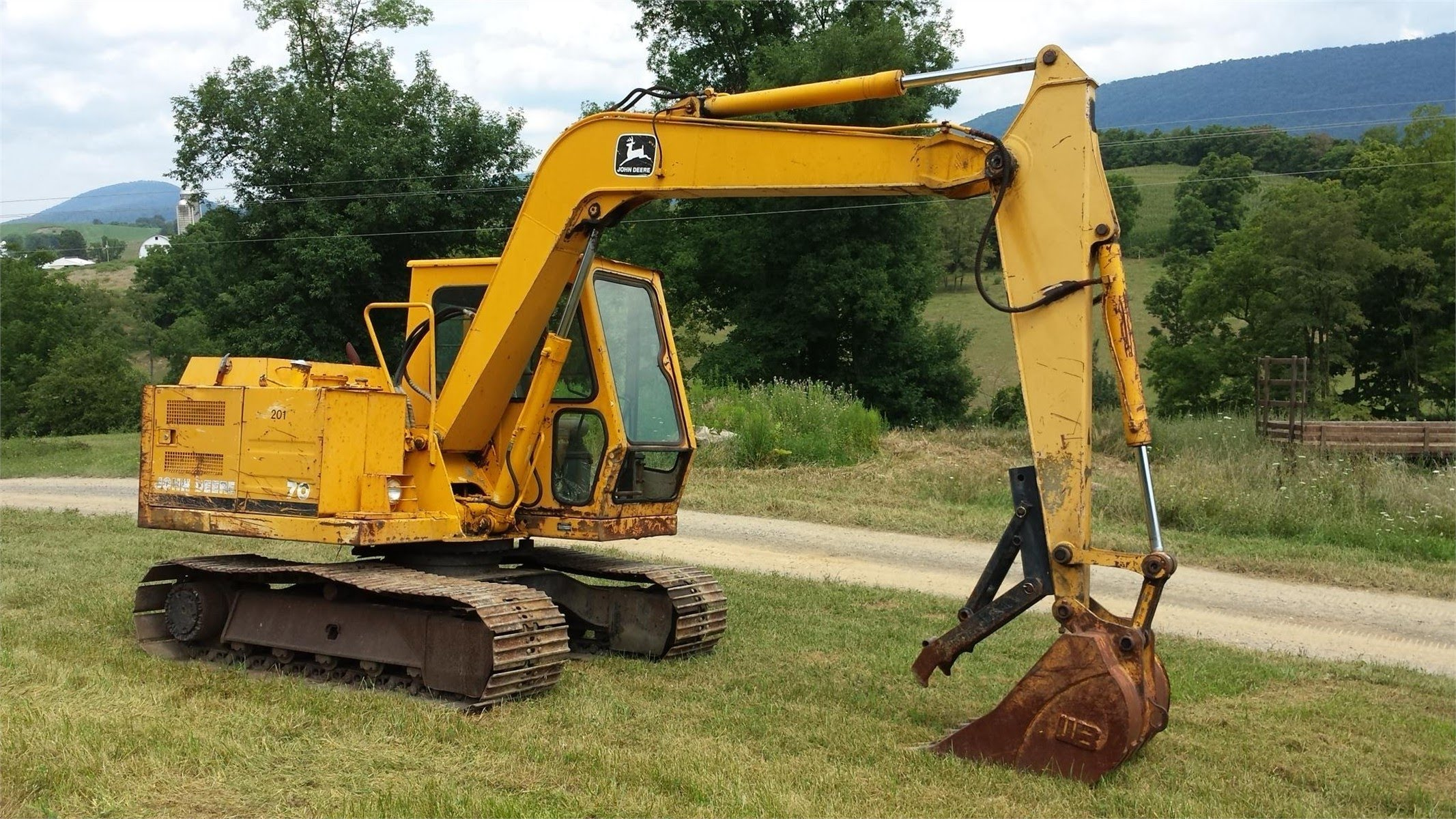John Deere 70 midi excavator - YouTube