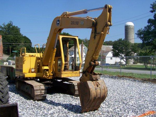 183: 1987 John Deere 70 Excavator : Lot 183