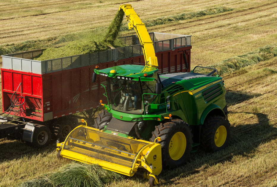 8000 Series Self-Propelled Forage Harvester (SPFH)