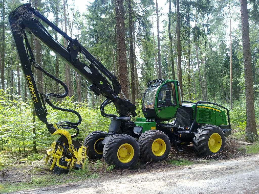 John Deere Harvester Images & Pictures - Becuo