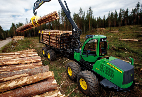 1910E Forwarder loading logs in its load center