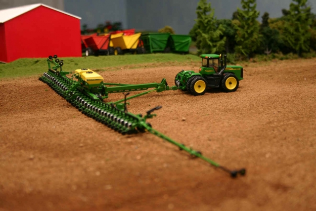 Like the real planter the 1/64 DB90's tool bar flexes to match the ...