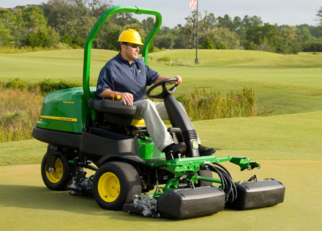 John Deere 2500E Gas Riding Greens Mowers JohnDeere.com