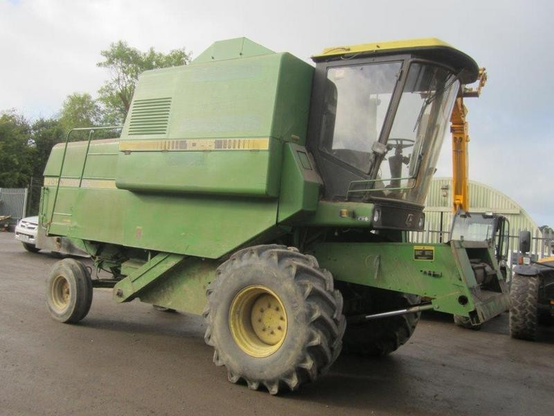 John Deere 1065 Combine Harvester - Transportsale.com