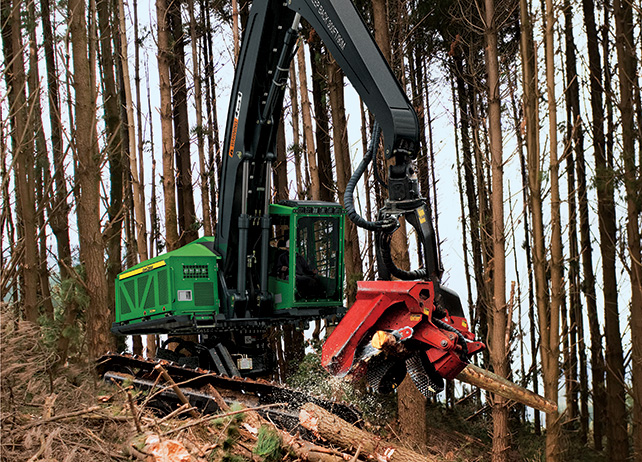 909MH Tracked Harvester with Waratah attachment cutting into a tree at ...
