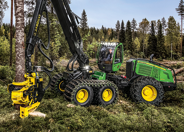 Left side view of the 1470G Wheeled Harvester chopping down a tree at ...