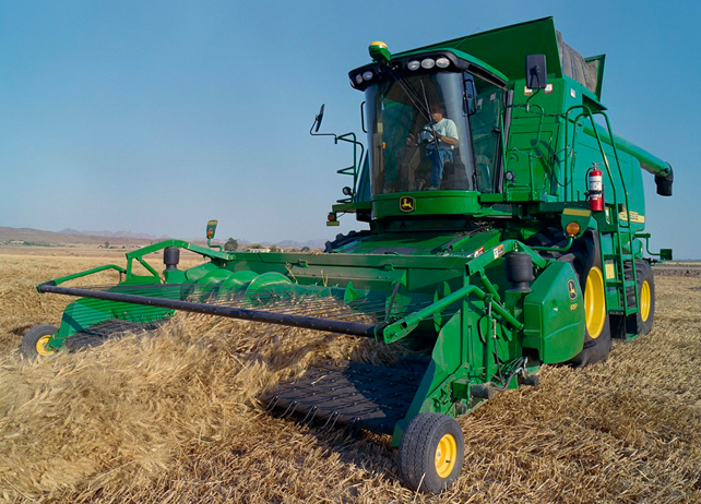 John Deere Combine with 615P Belt Pickup Platform harvesting