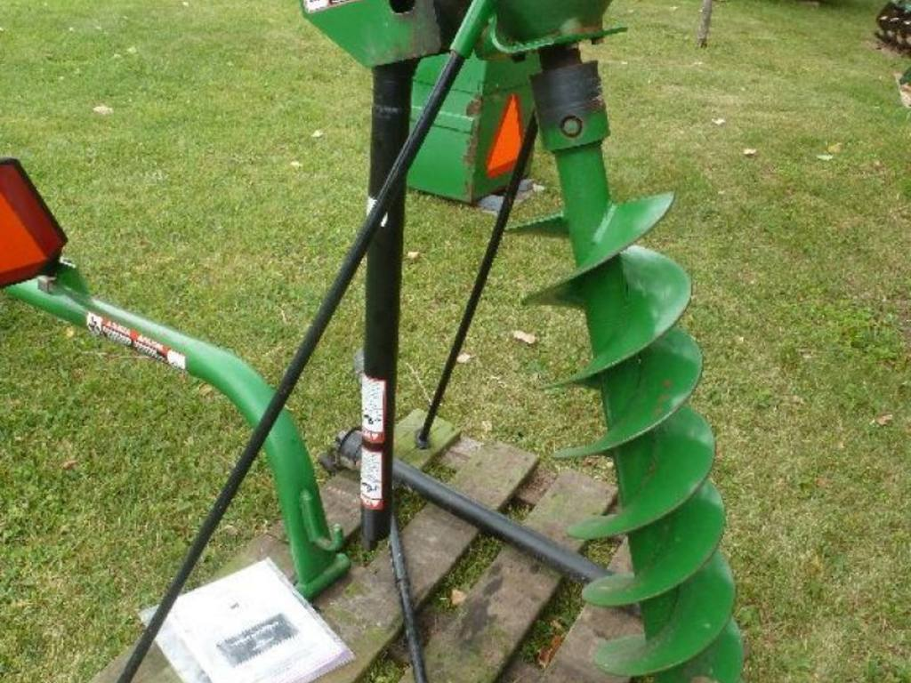 John Deere 31C post hole digger, 3 point, 9 auger