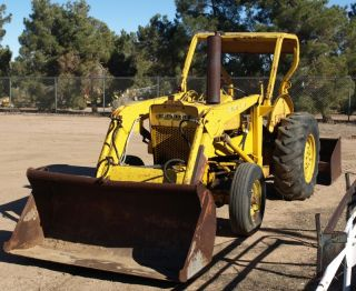 159407505_ford-420-tractor-with-front-loader-gannon.jpg