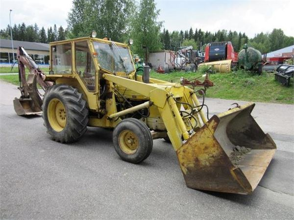 Ford 4550 + TÄHTI KAIVURI - Årsmodell: 1973 - traktor - ID: E1B609A1 ...