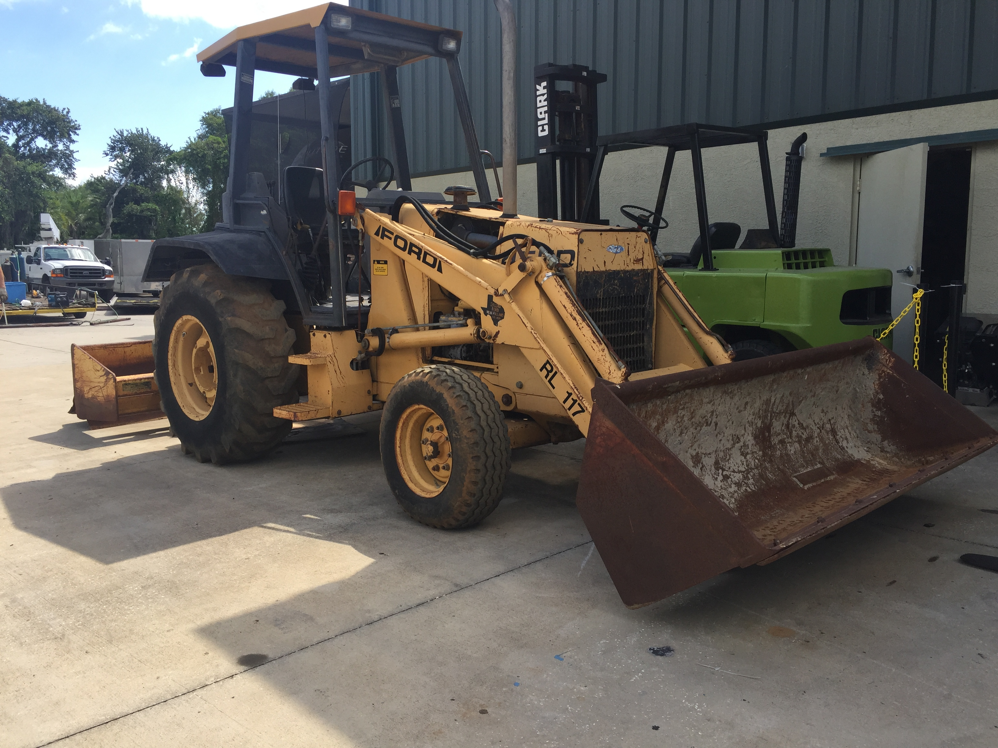 FORD 455D LOADER W/ BOX BLADE ATTACHMENT, 6,150 HOURS SHOWING
