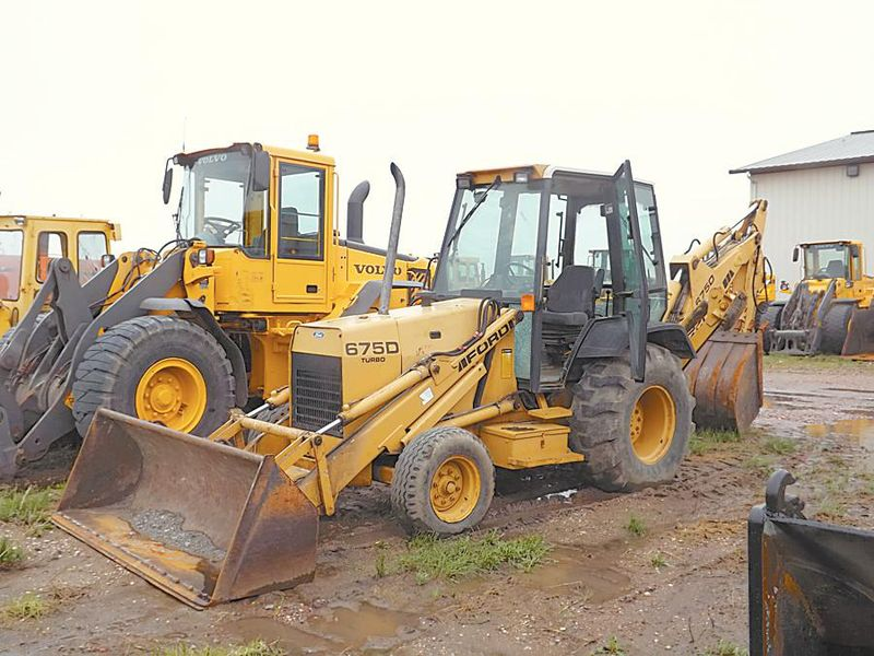 Ford 675D Tractor/Loader/Backhoe   MITZEL AND SONS ABERDEEN, SD