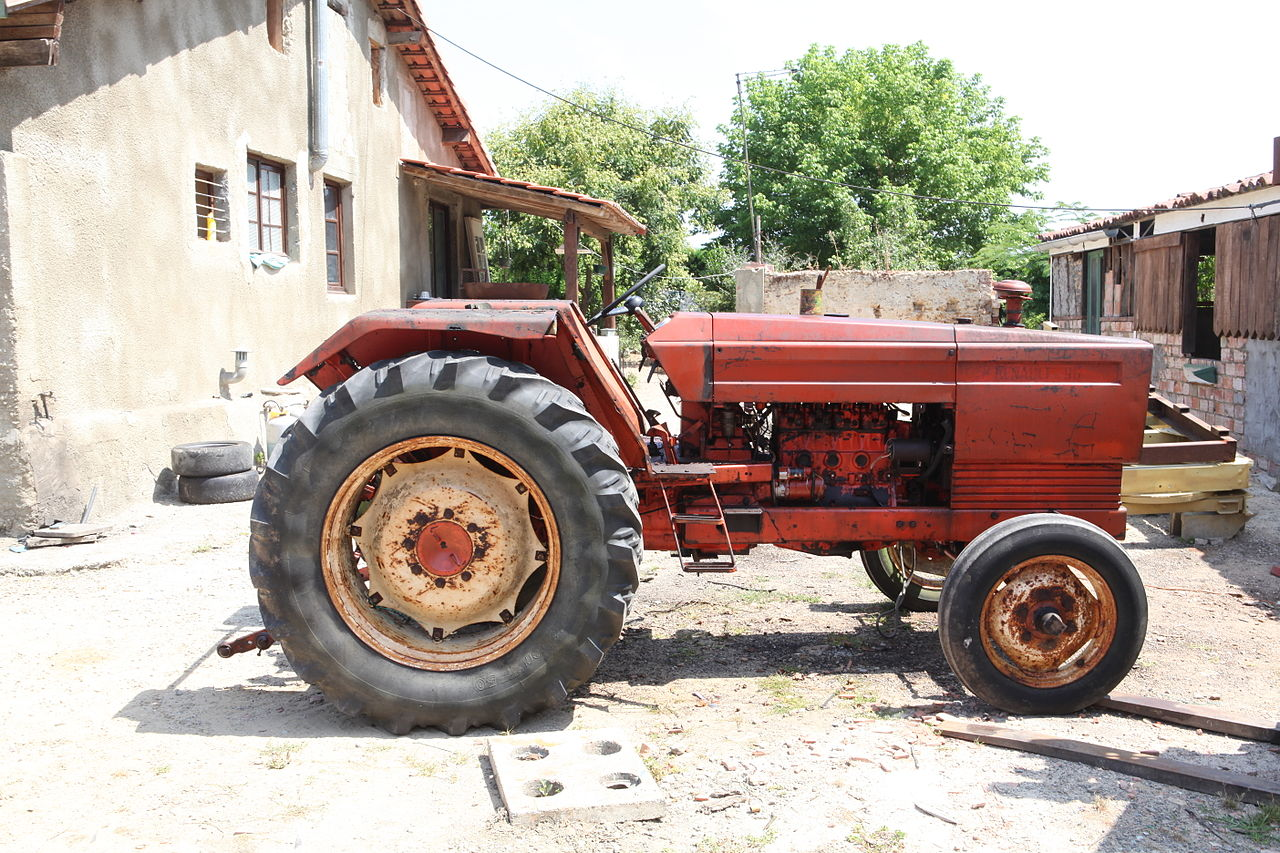 File:Renault 96 Tractor.jpg - Wikimedia Commons