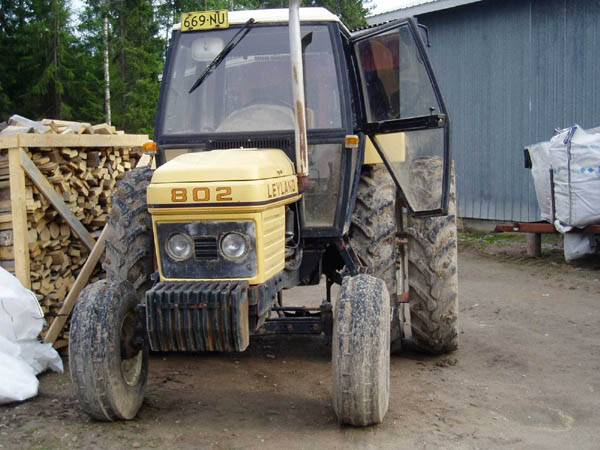 Traktorit ja koneet - Leyland 802 - pottupellossa.fi