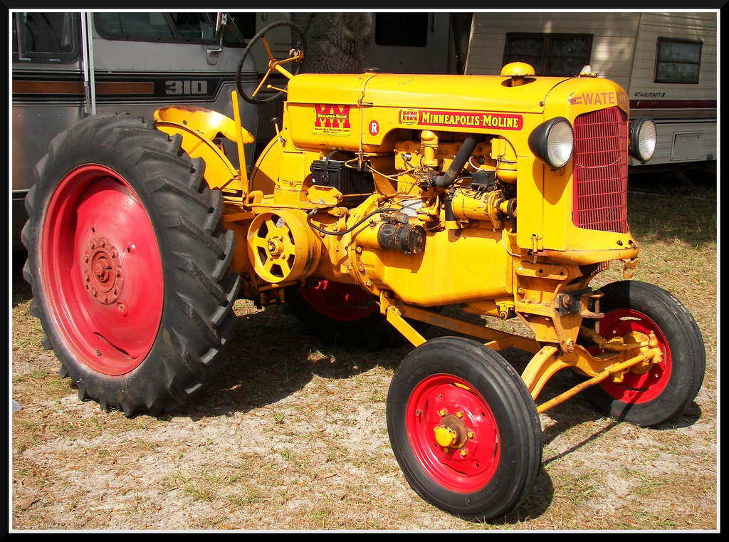 Minneapolis Moline Tractor | A great looking old Minneapolis ...