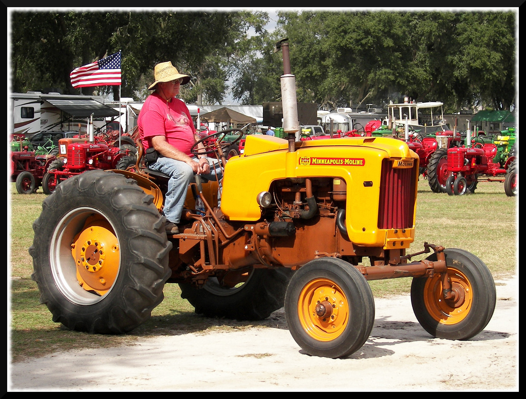 Minneapolis Moline Tractor | This guy was just idling by on ...