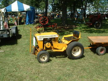 Minneapolis Moline 112 - TractorShed.com