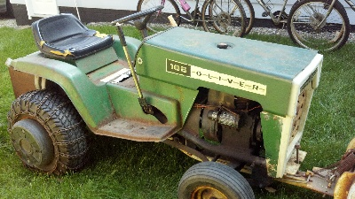 1972 Oliver 105 Town & Country Garden Tractor