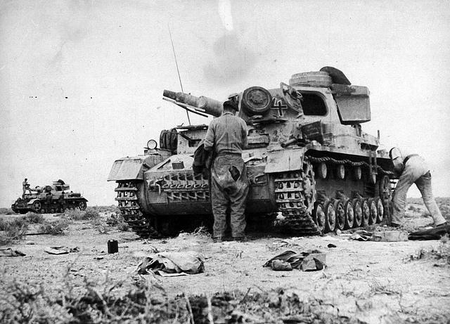 Panzerkampfwagen IV | British military inspect German tanks ...