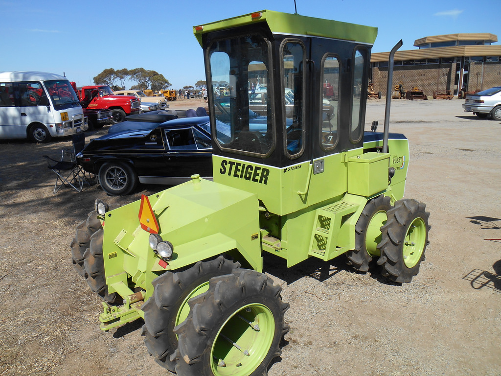 steiger backhoe loader
