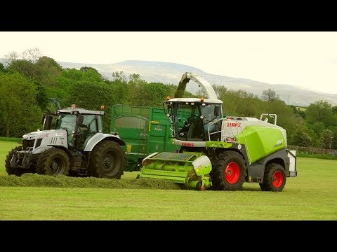 Silage '19 - Claas 860 and SIX Tractors plus Rake (equals ...