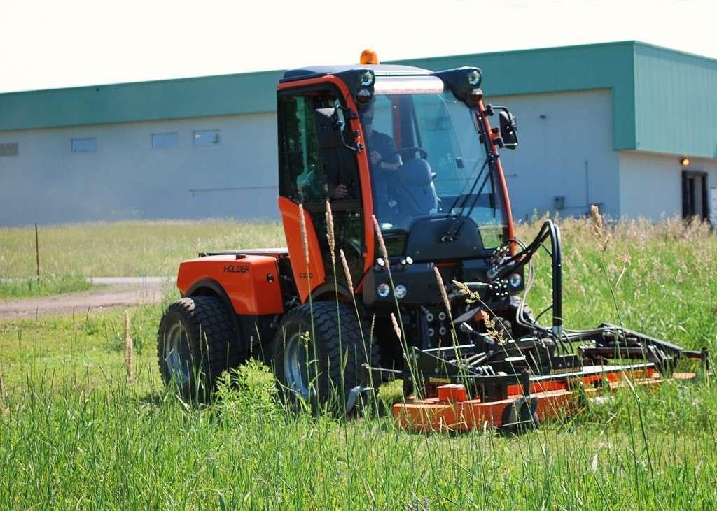 holder tractor