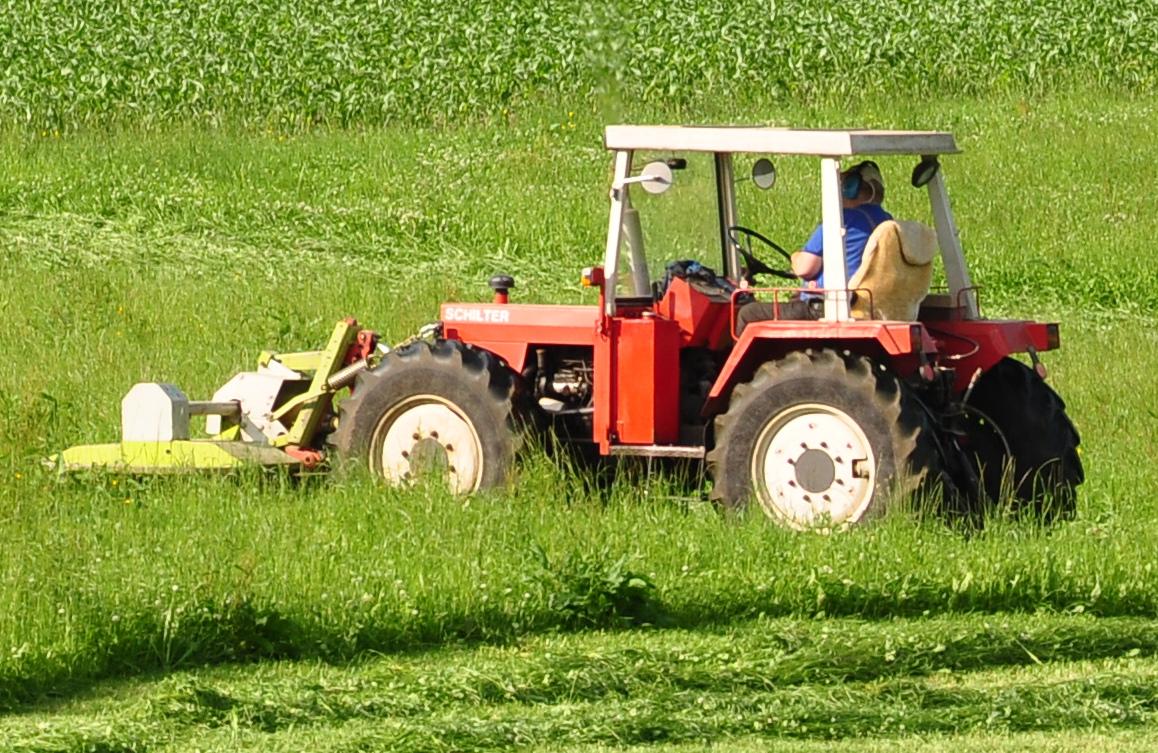File:Schilter tractor in Rüti.jpg - Wikimedia Commons