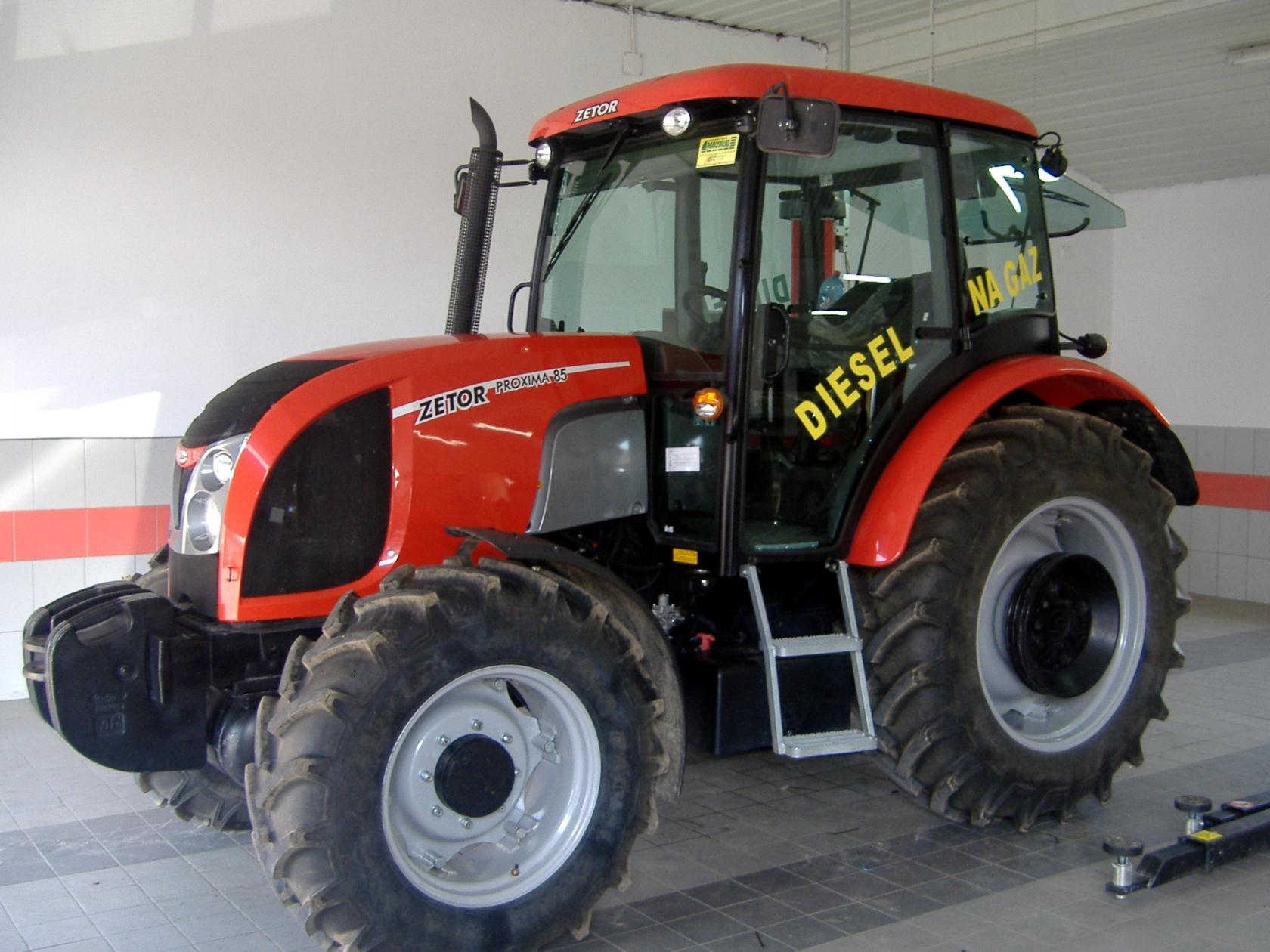diesel-gas farm tractor | gazeo.com