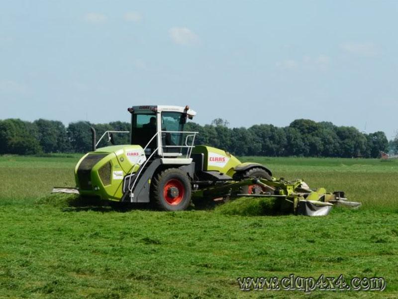 claas farm tractors
