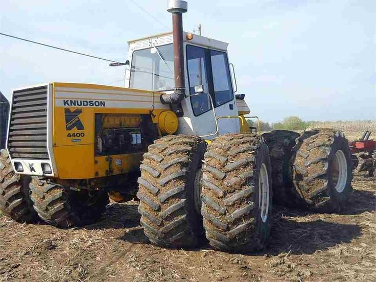 1982 Knudson 4400. 400 HP. A rare tractor.