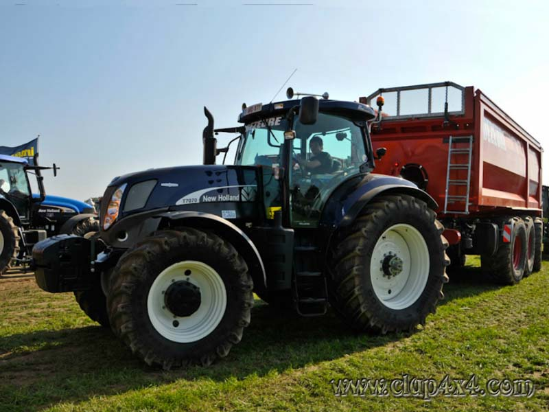 New Holland T7 Black Beauty