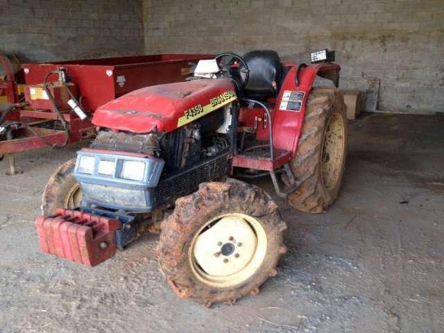 S61037-0001 - 2001 Branson F4350 Farm Tractor