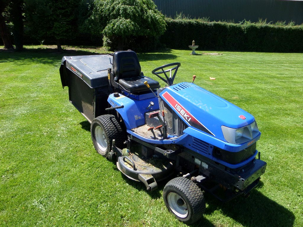 Used Tractors, Machinery and Plant: ISEKI SXG19 RIDE ON LAWN MOWER