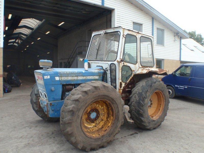 Ford County 944 Traktor - technikboerse.com