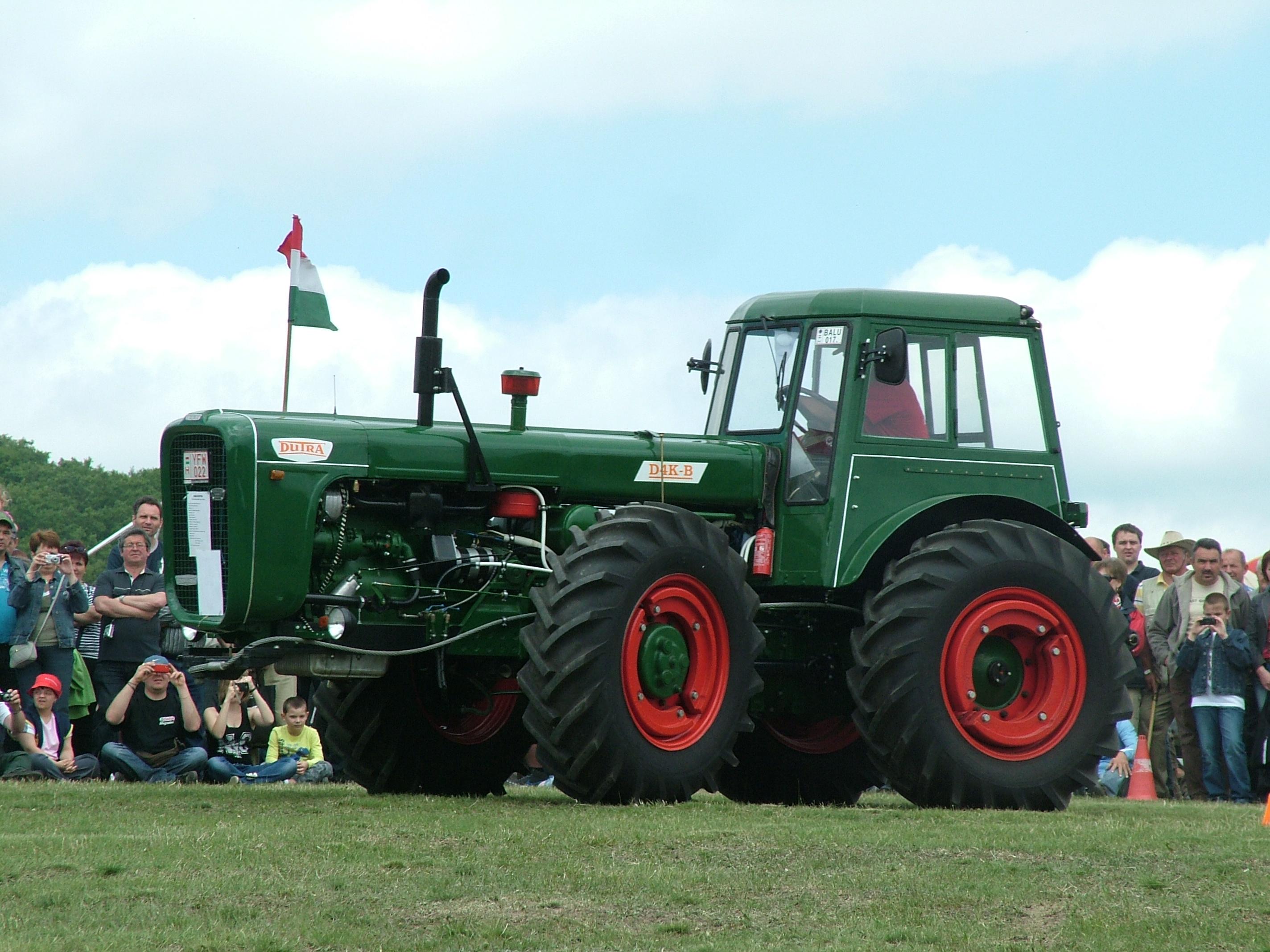 File:Dutra D4K-B, Bokor, Traktormajális 2012.jpg - Wikimedia Commons